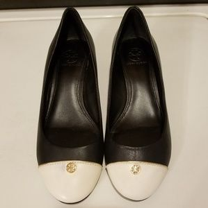 US 7 W, Tory Burch Black/White Leather Wedge Pumps
